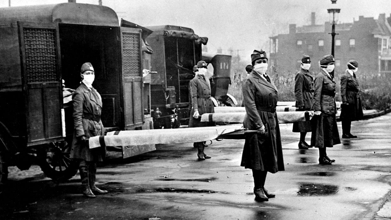 Red Cross Motor Corps with stretchers during the influenza epidemic. St Louis, Missouri, October 1918.