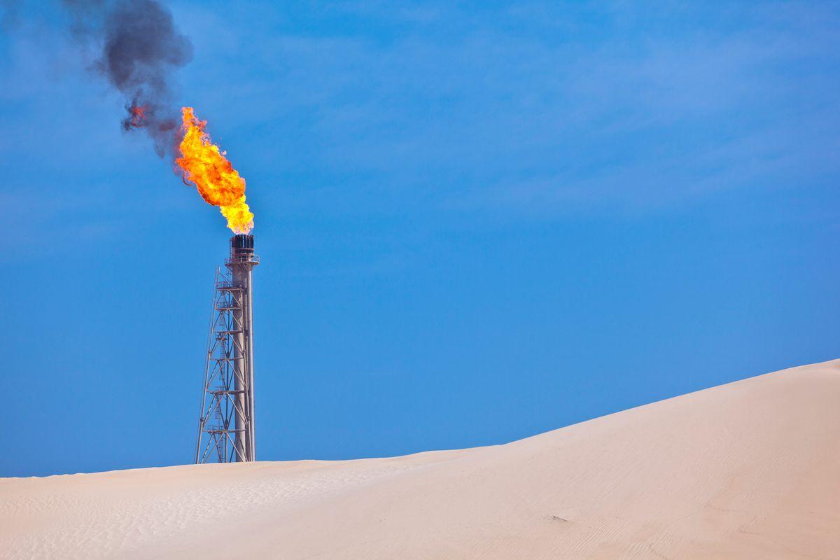 Il petrolio precipita a 33 dollari. Mossa dell'Arabia contro Usa e Putin