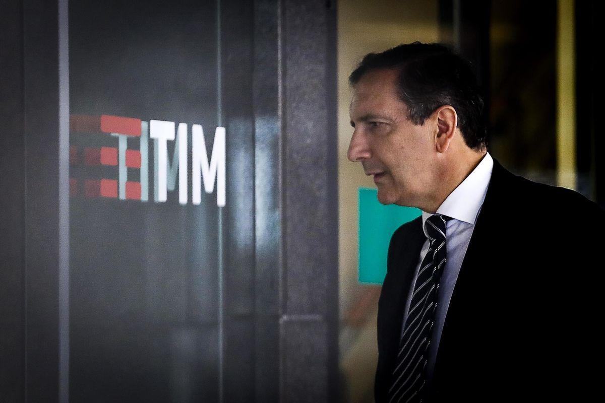 Tim pronta vendere il 40% della rete a Kkr e incassare 2 miliardi