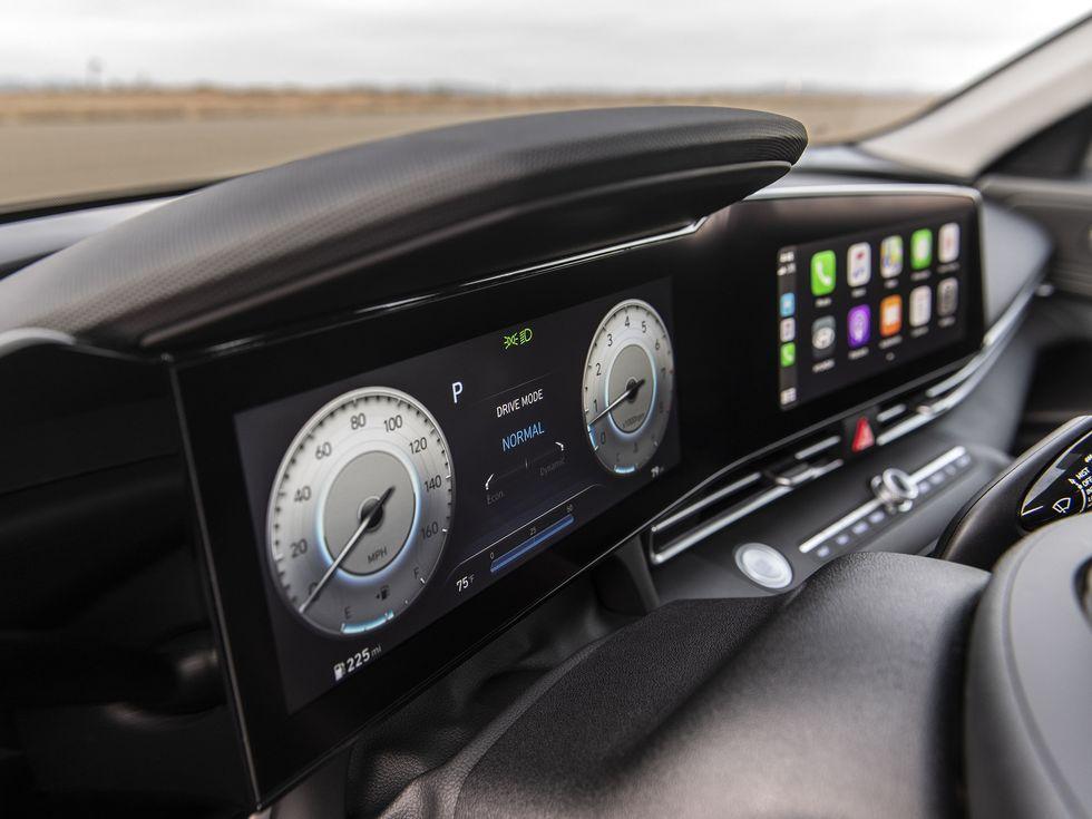 2021 Hyundai Elantra driver infromation screen