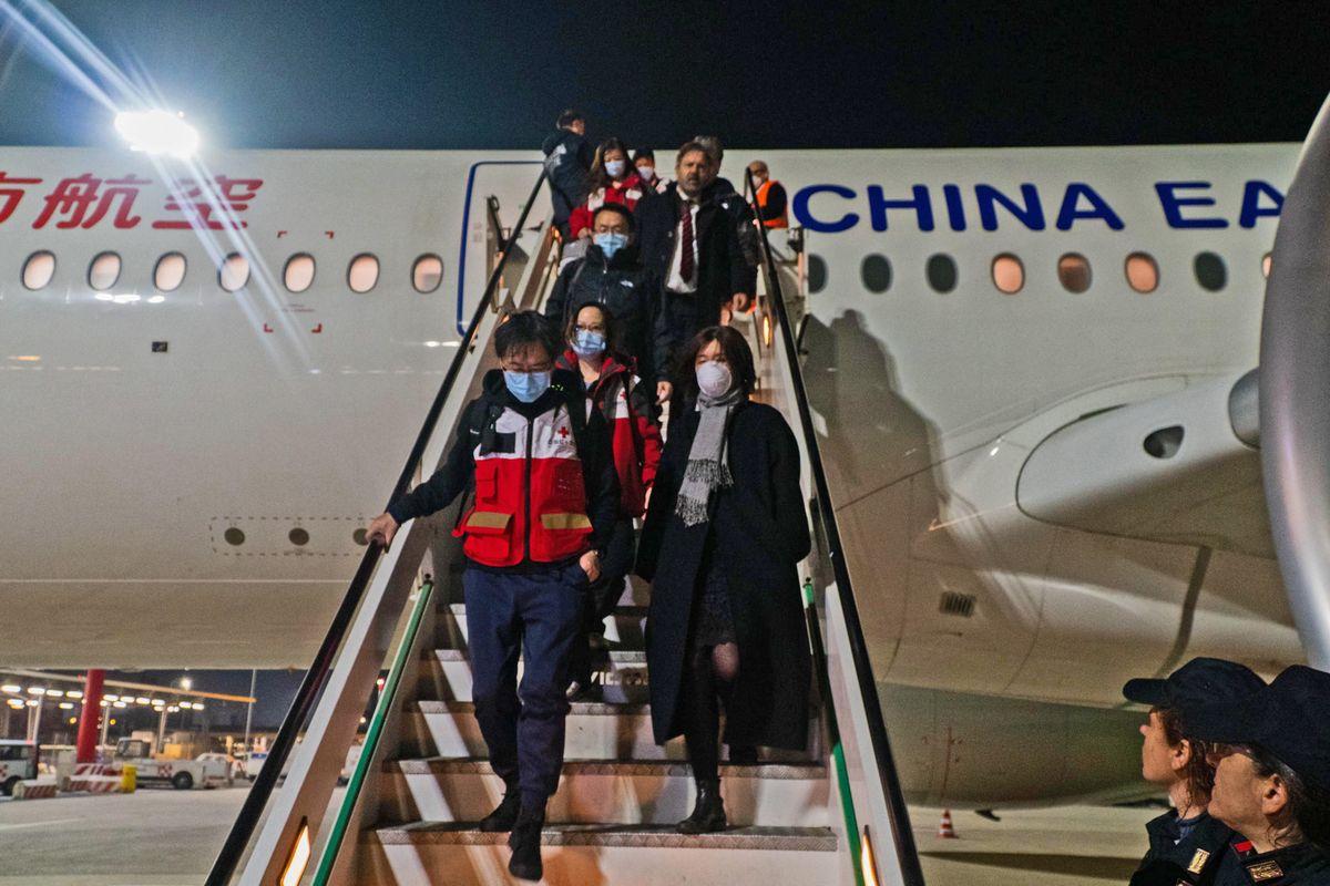 A colpi di «regali» e messaggi solidali Pechino si sta comprando l'Italia