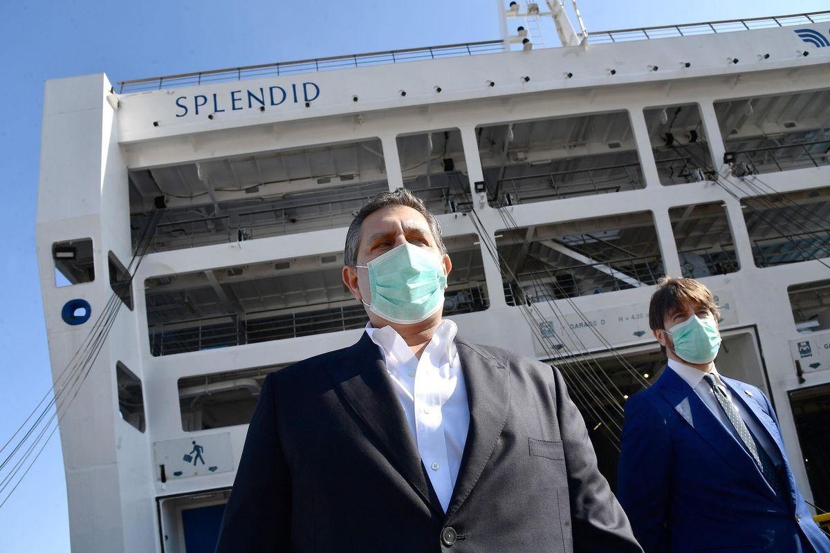 «La pandemia è come la guerra. Ma chiudere tutto non si può»