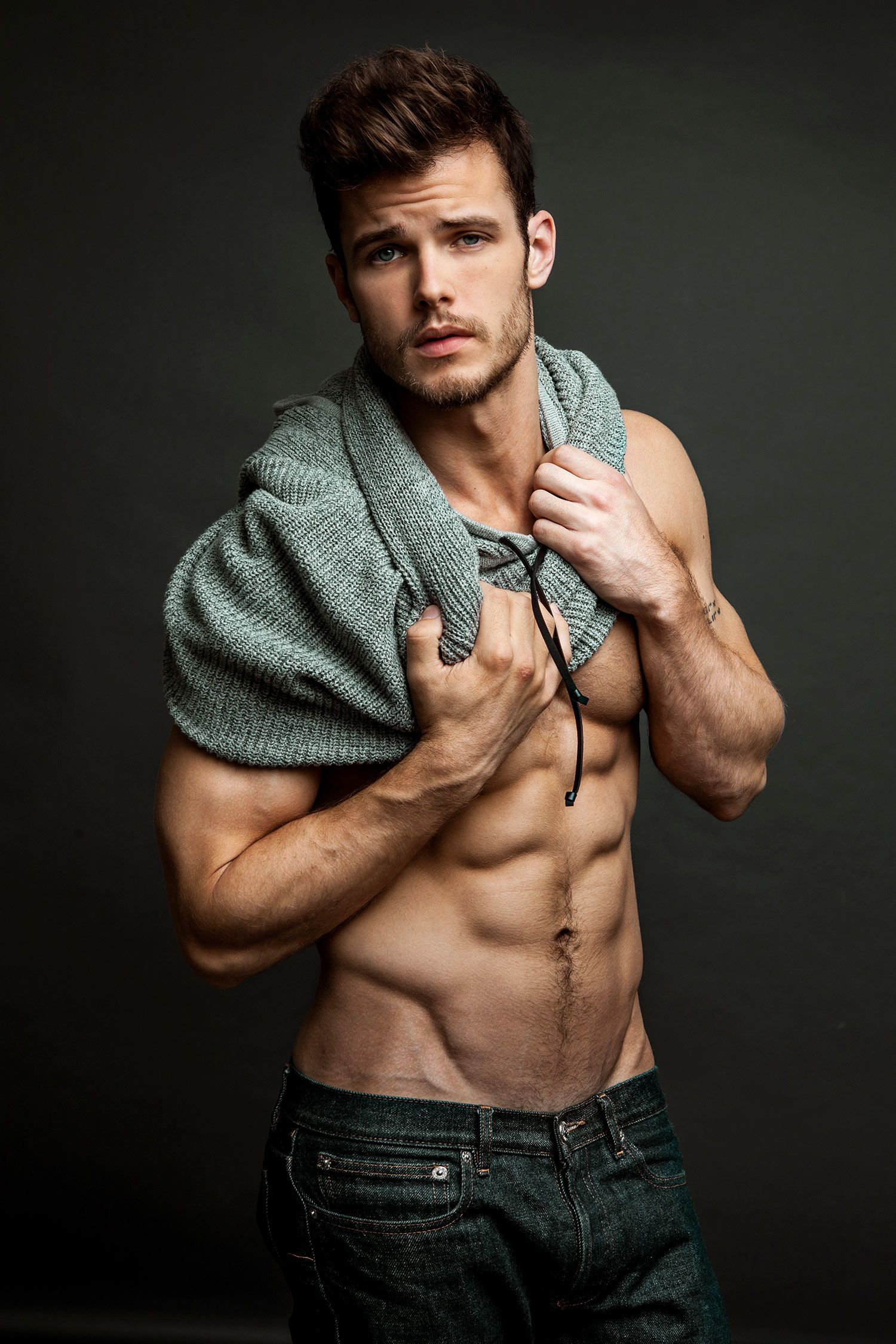 Y&R star Michael Mealor shows off his washboard abs.