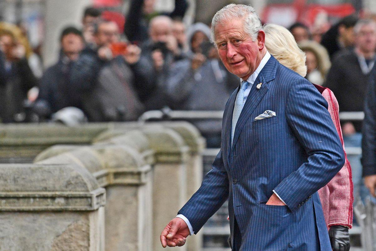 Londra trema, il principe Carlo è positivo