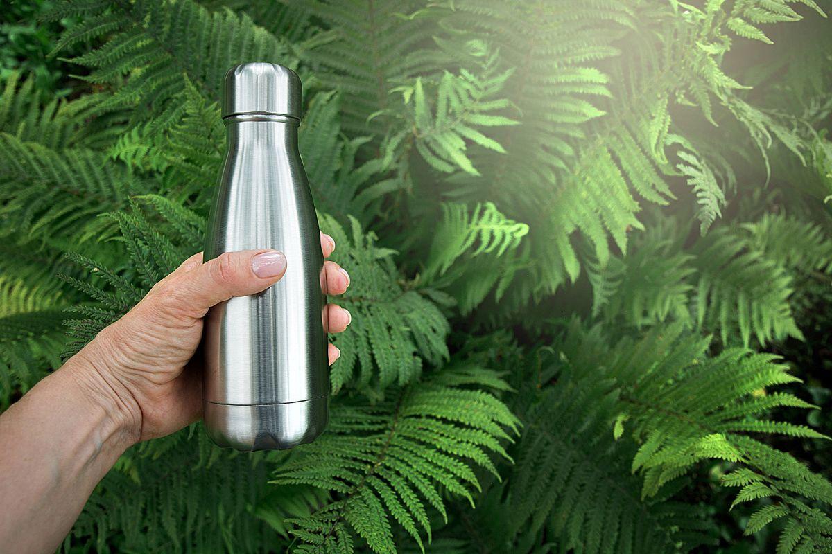La moda green ci spinge a bere tutto dalla lattina. Pure acqua, vino e... aria