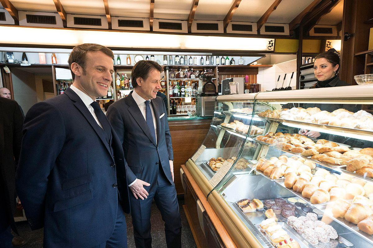 Macron a Napoli per prenderci Libia e spazio