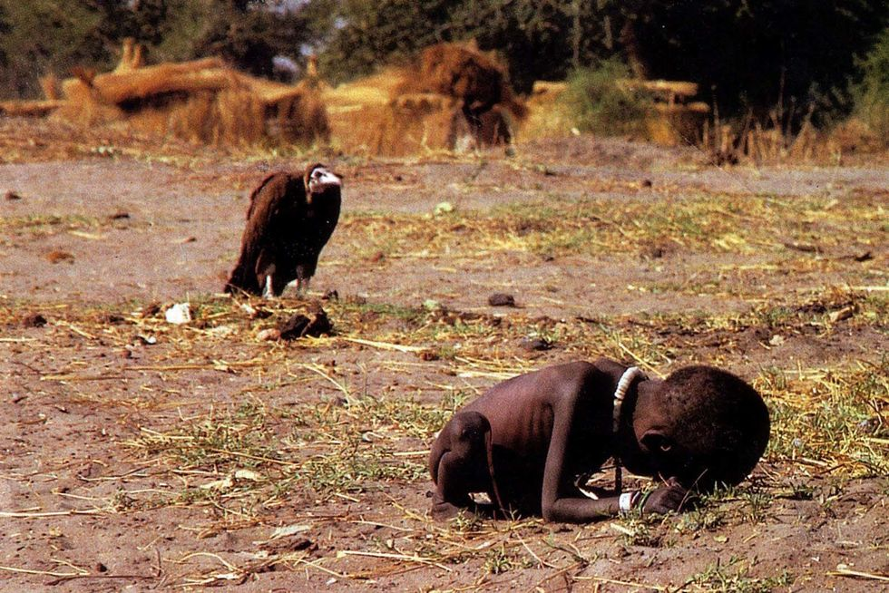 https://rarehistoricalphotos.com/vulture-little-girl/