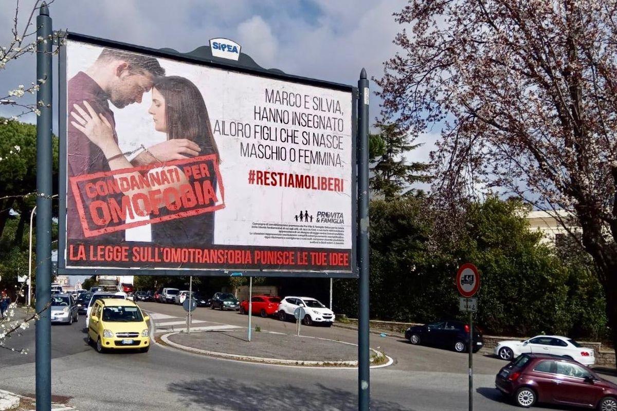 Campagna choc, maxi manifesti contro Pdl Omotransfobia