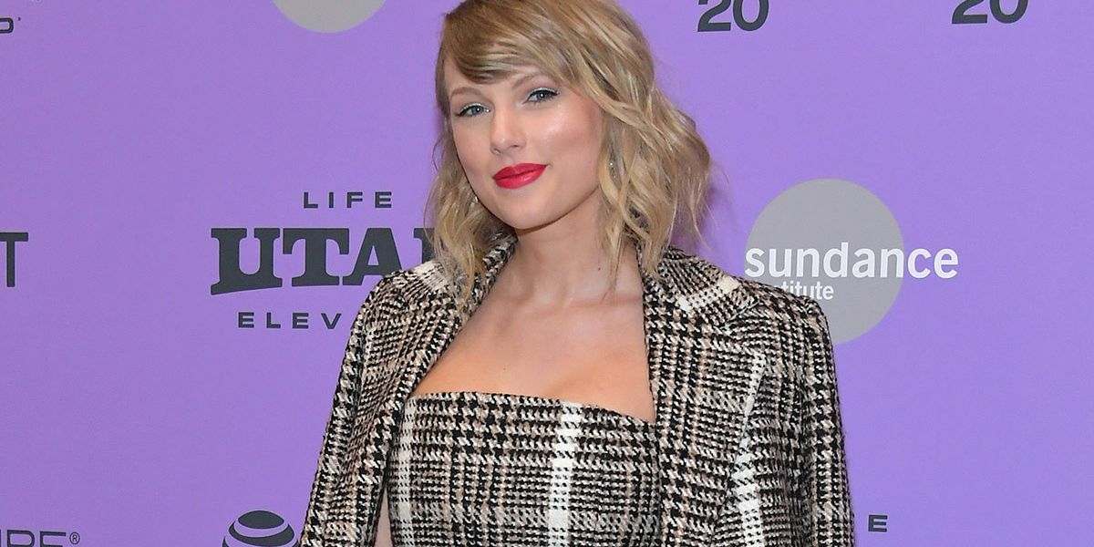 Taylor Swift Gave $3,000 to Fans in Need