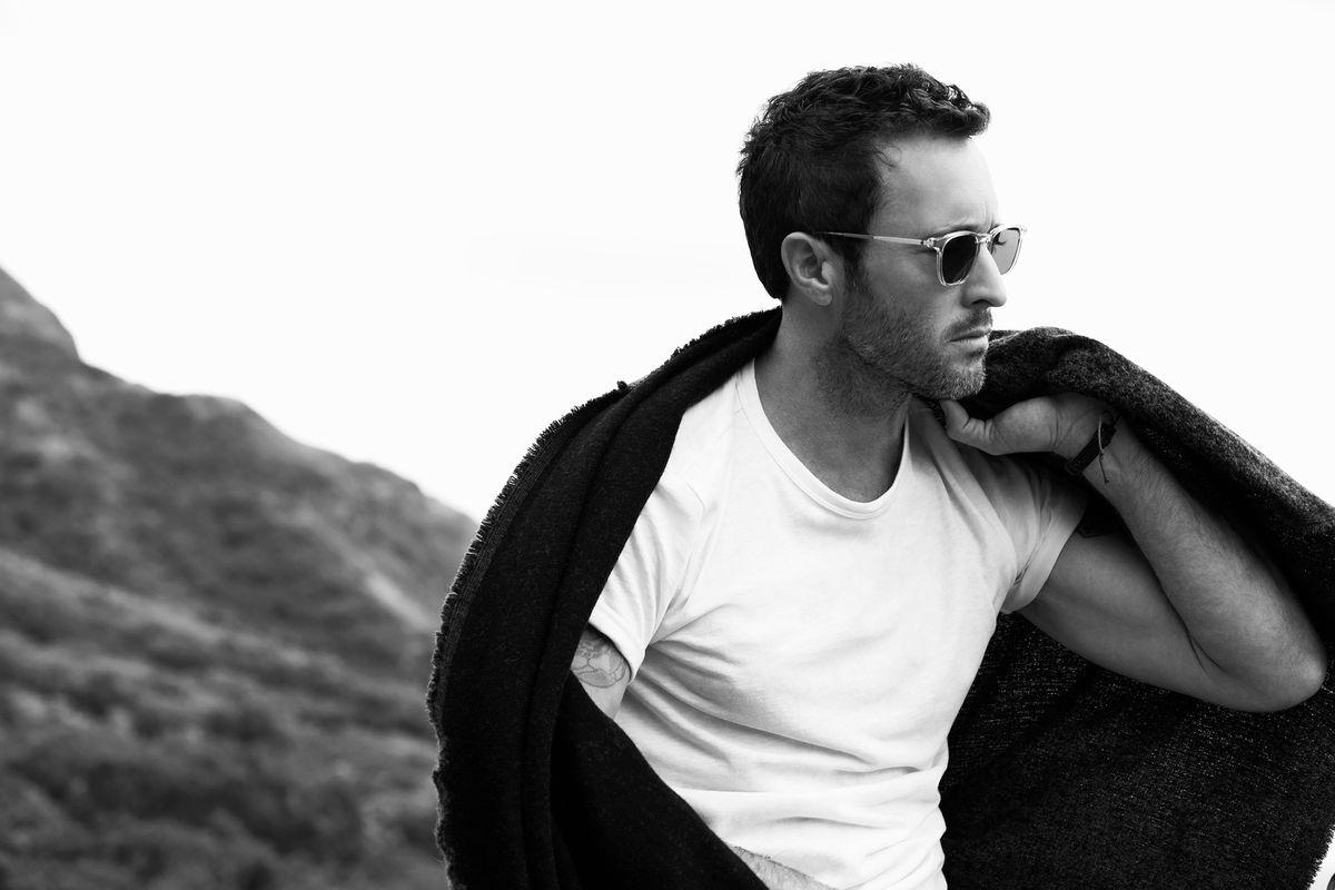 Black and white photo of Alex O'Loughlin.