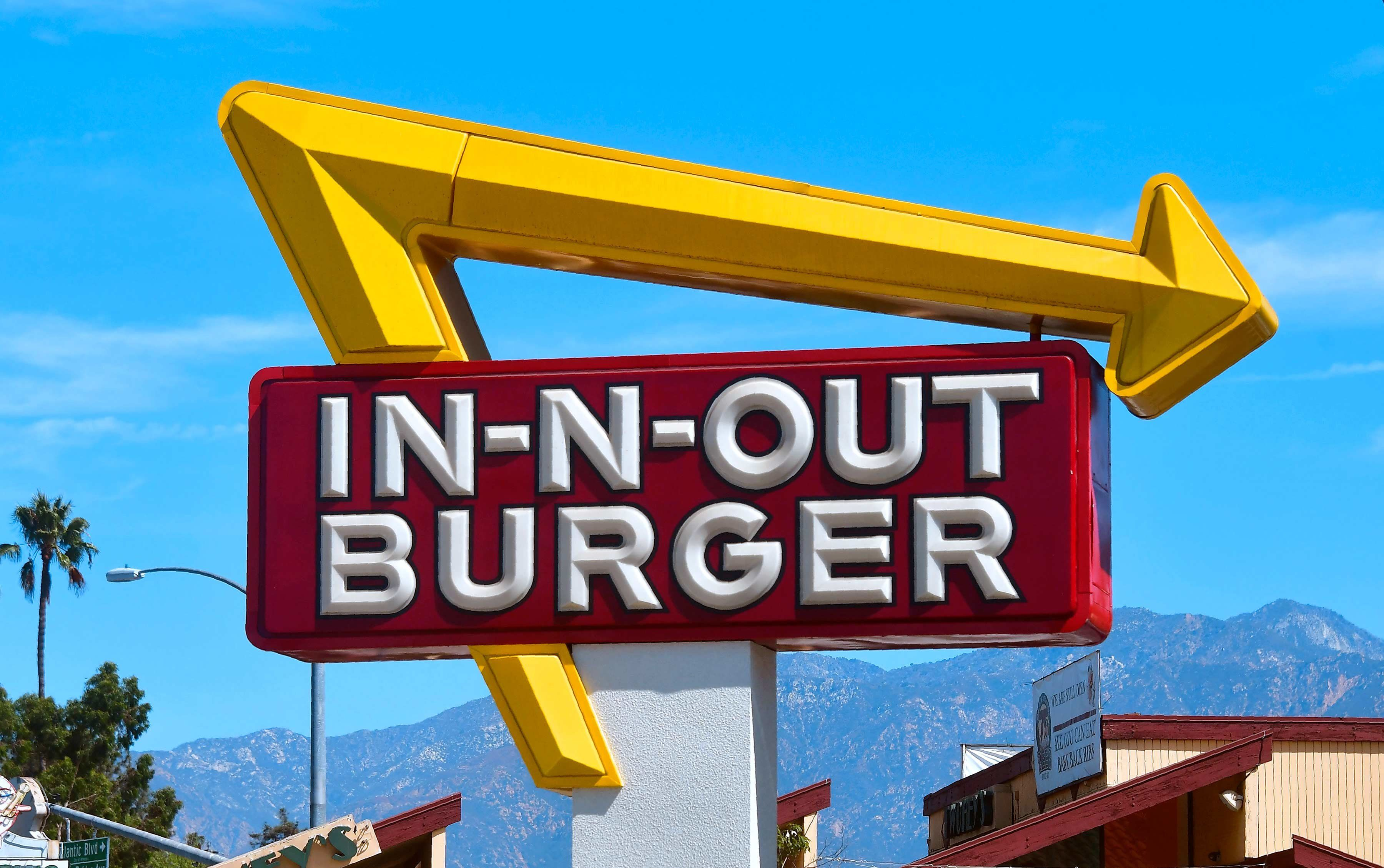In-N-Out sign.