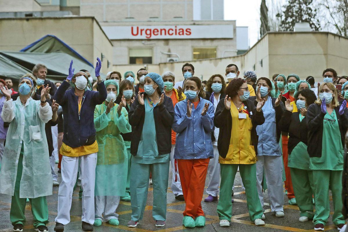 Spagna, ordine choc ai medici in corsia: «La morte nelle case è l'opzione migliore»