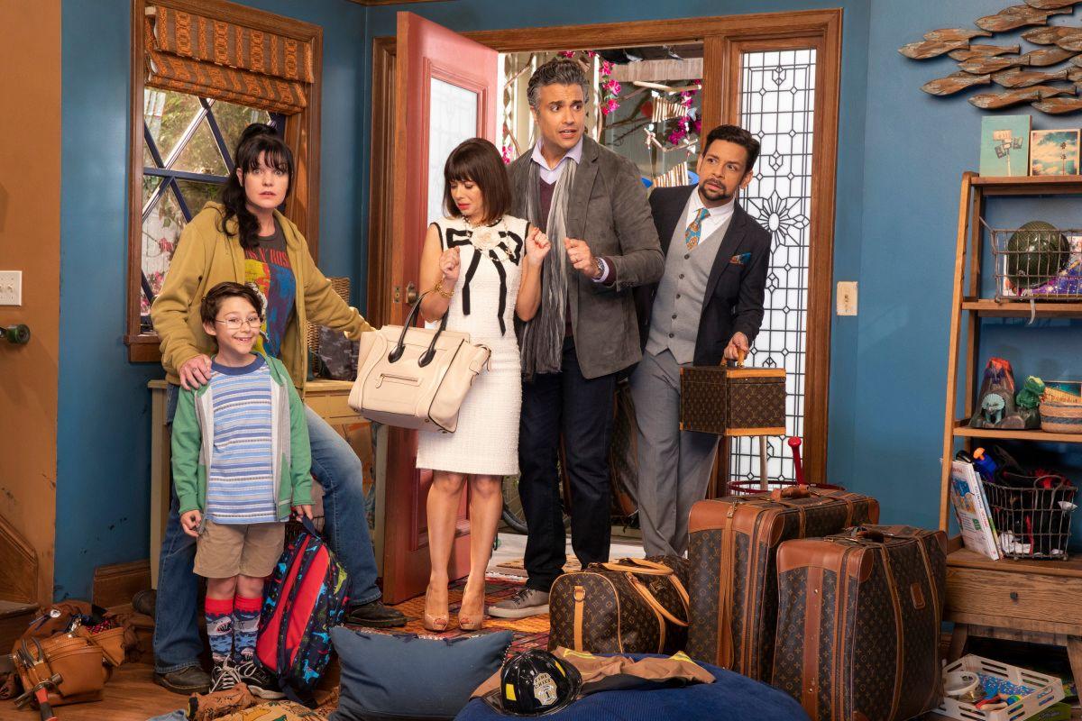 Pauley Perrette, Natasha Leggero, Antonio Raul Corbo, and Jaime Camil on the set of TV show Broke.