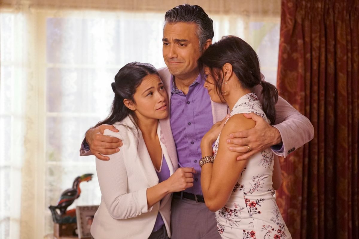 Gina Rodriguez, Jaime Camil, and Andrea Navarro from Jane the Virgin.