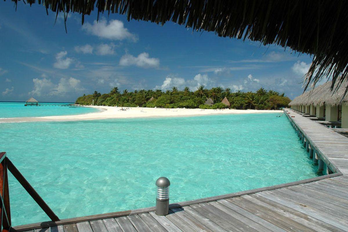 Turisti italiani prigionieri da un mese alle Maldive. «Siamo alla terza quarantena»