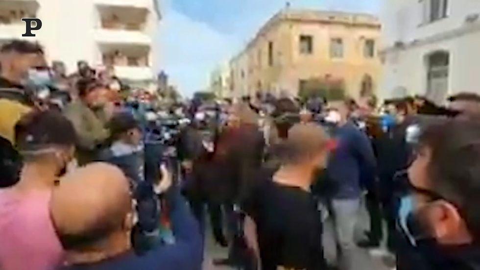 La protesta a Lampedusa, stop sbarchi sull'isola