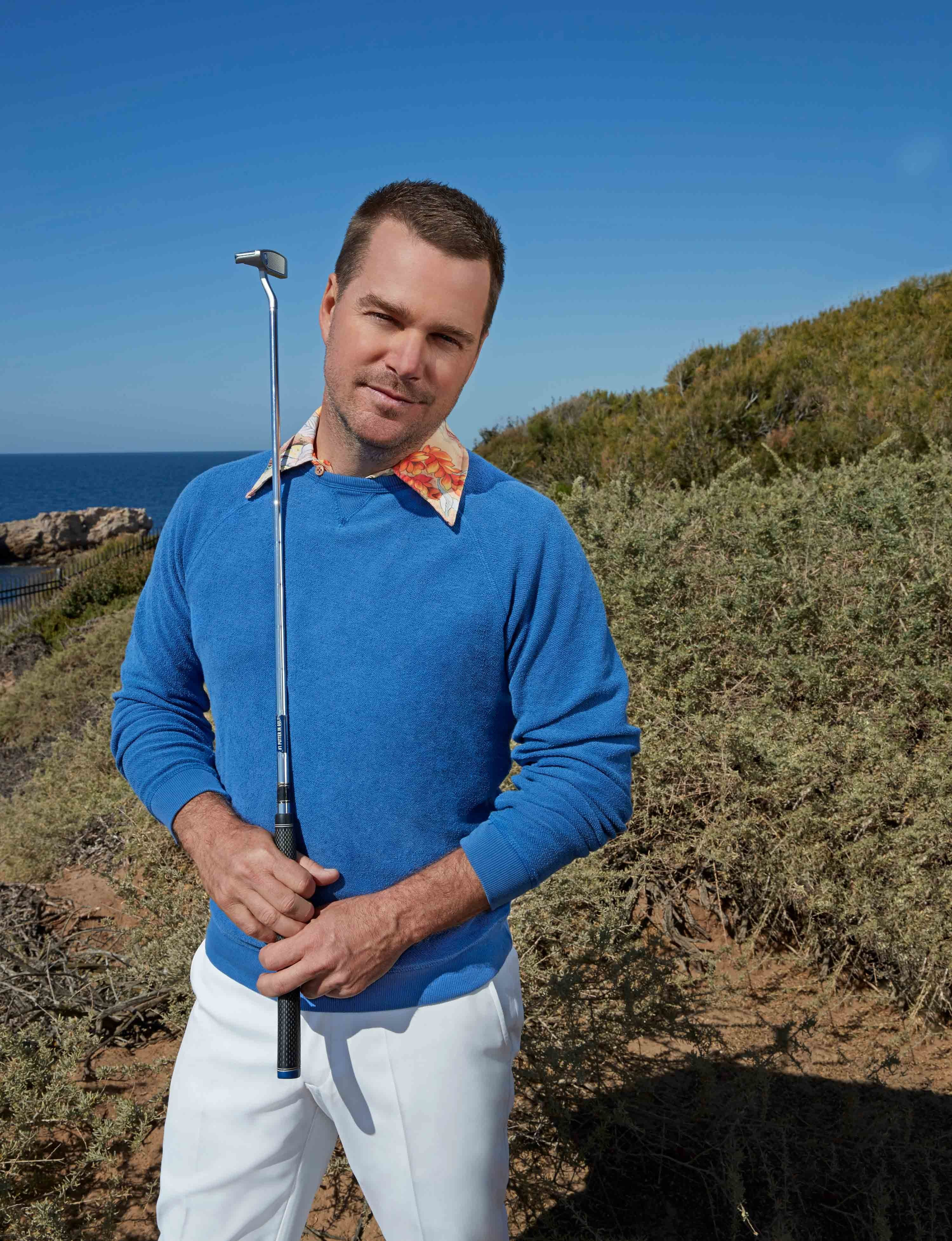 Chris O'Donnell holding a gold club