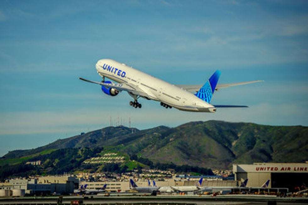 United aircraft taking off