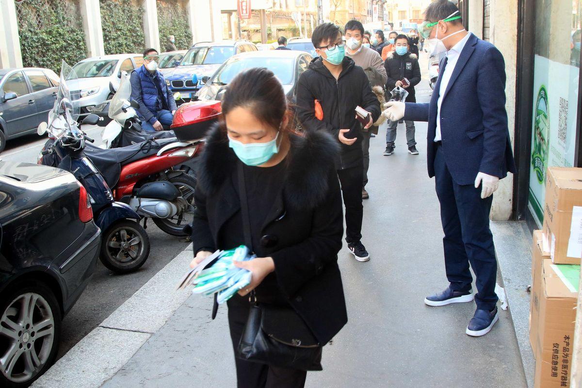 Italia in ritardo sull'app per il tracciamento dei malati. Favoriti un renziano e un montiano