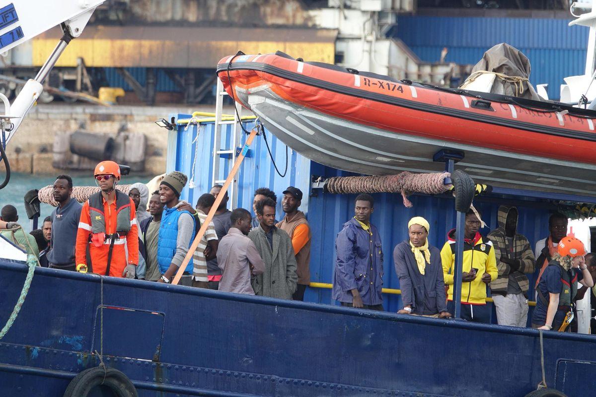 Mandiamo navi per la quarantena dei migranti