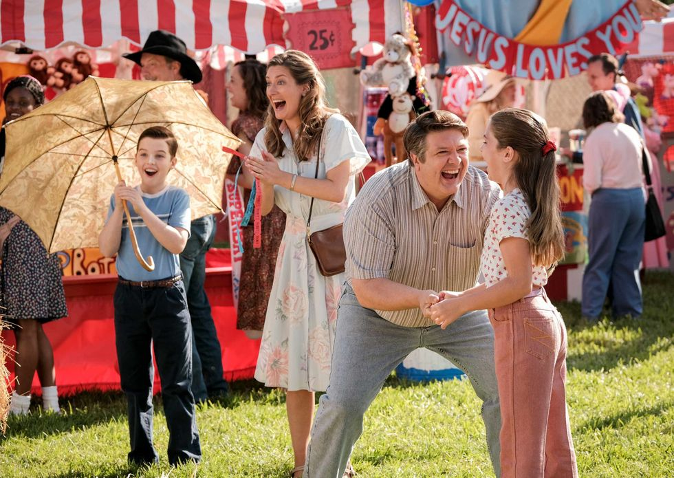 Iain Armitage, Zoe Perry, and Raegan Revord on TV show Young Sheldon.