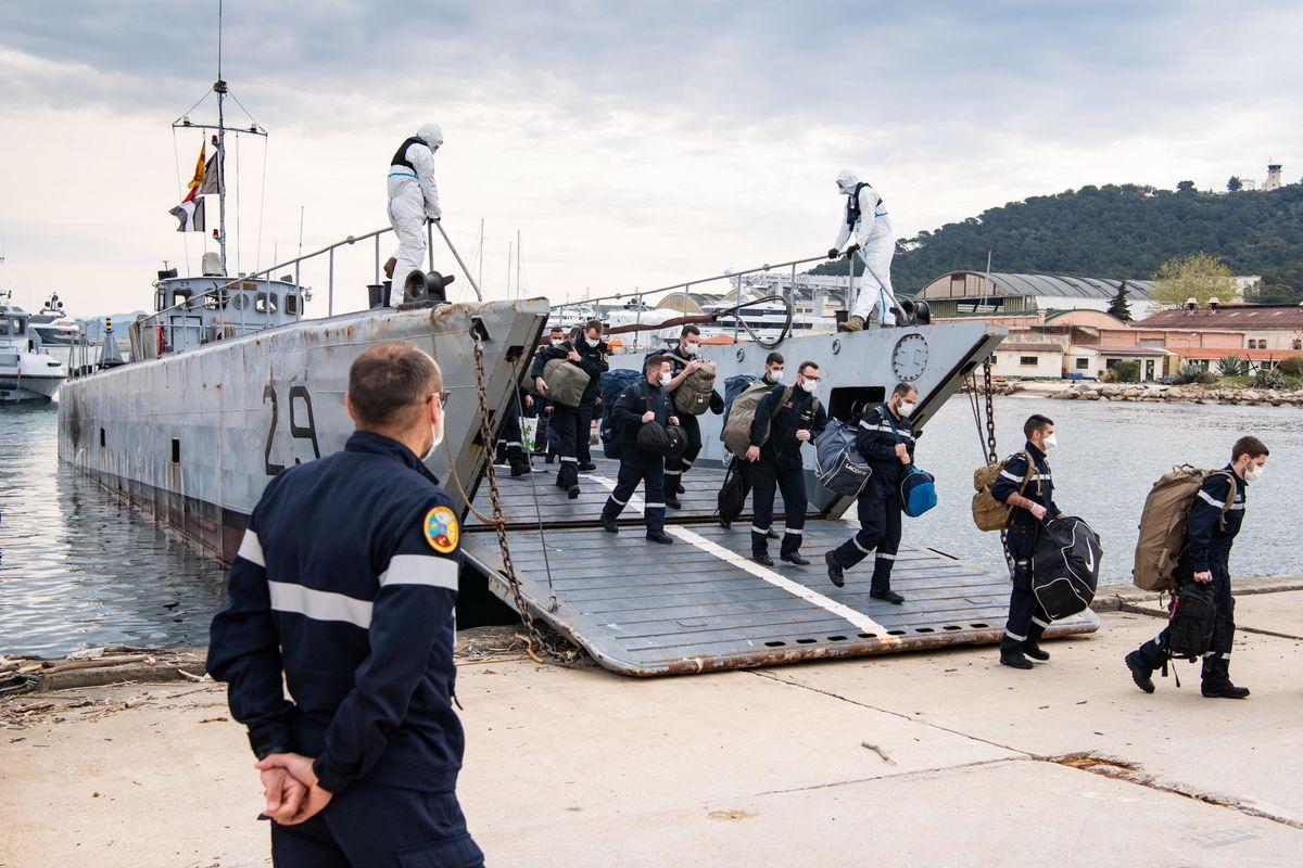 La portaerei di Macron non salpa: un terzo dell'equipaggio infetto