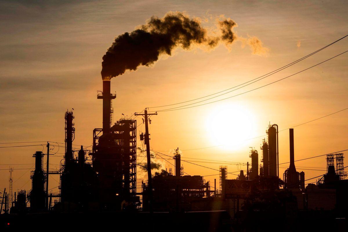 Chi rischia di affogare nel mare di petrolio