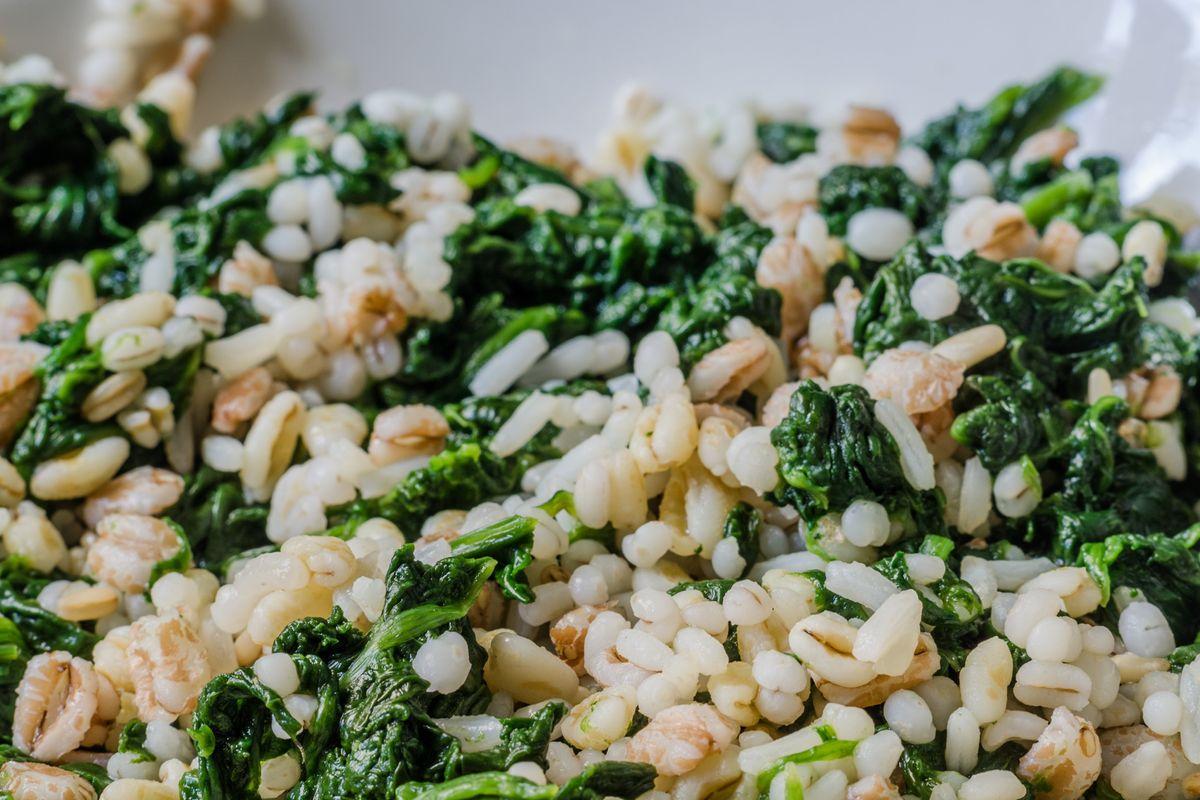 Cuciniamo insieme: timballo di farro, ricotta e ortiche con salsa al Parmigiano