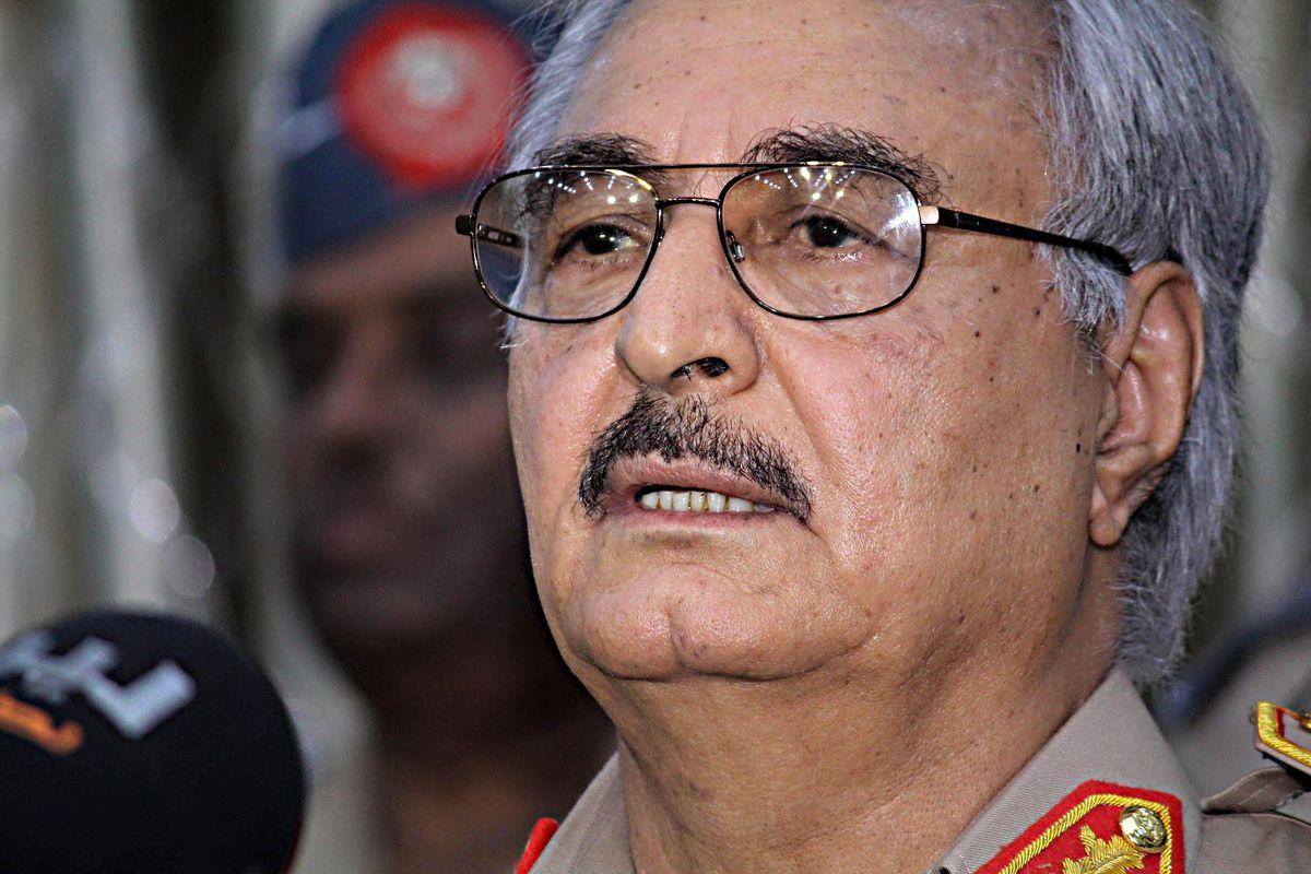 Haftar alla disperata: «Comando io». La Libia allo sbando deve farci paura