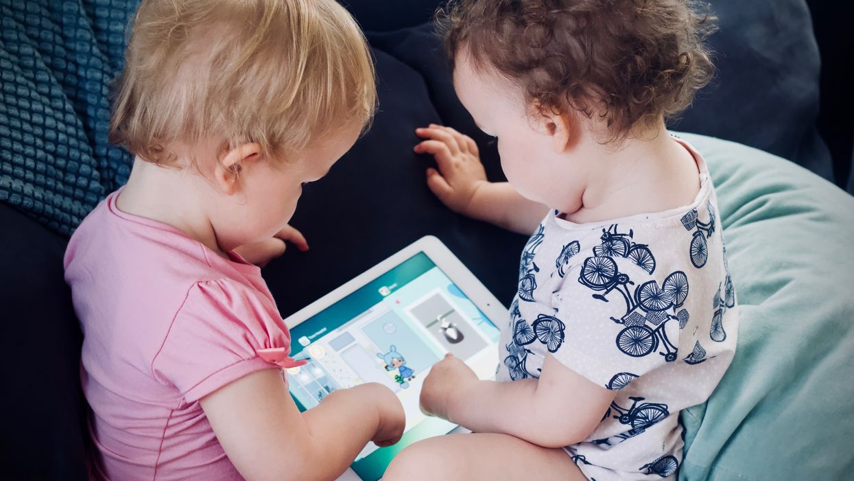 toddlers using ipad