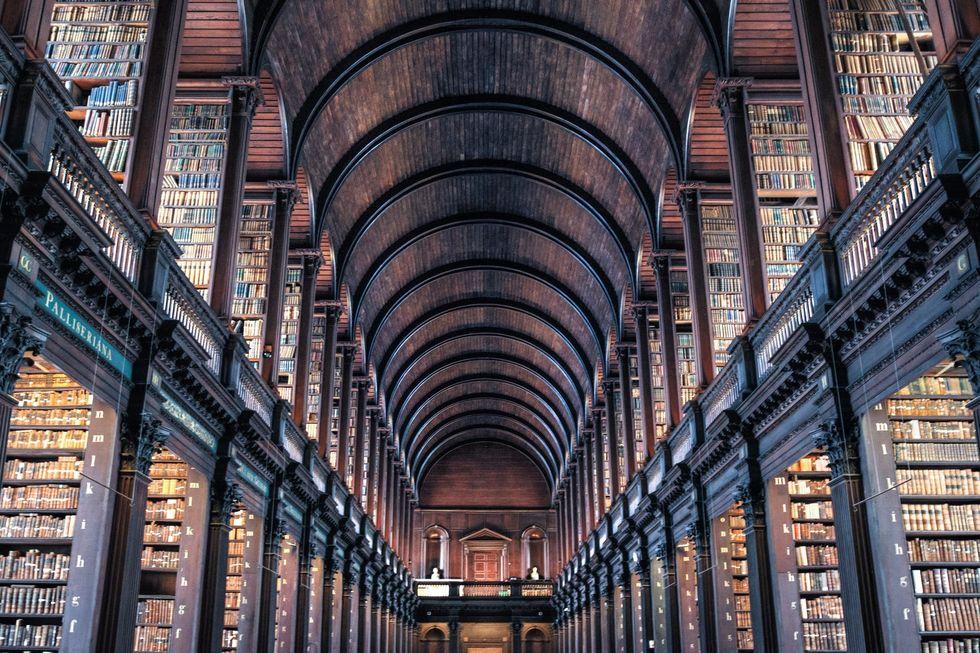 https://www.pexels.com/photo/ancient-antique-architectural-design-architecture-442420/