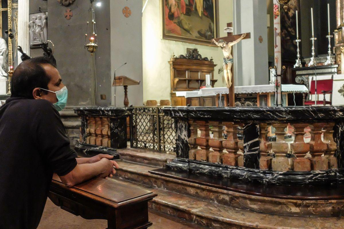 «Il no alle messe è incostituzionale». I giuristi cattolici ricorrono al Tar