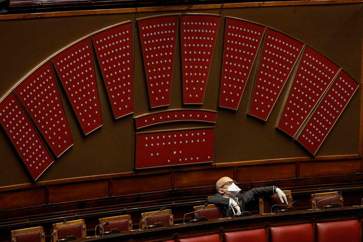 Patuanelli boccia il Mes ma il M5s vieta all'Aula di votare per bloccarlo