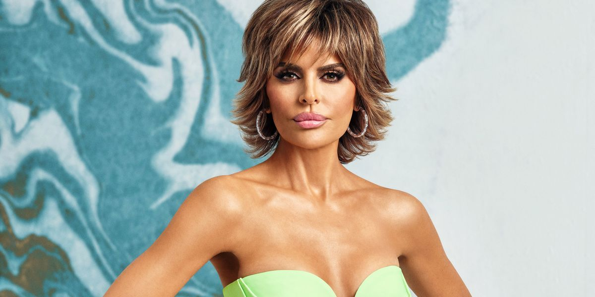 Even a Pandemic Can't Stop Lisa Rinna's Signature Look