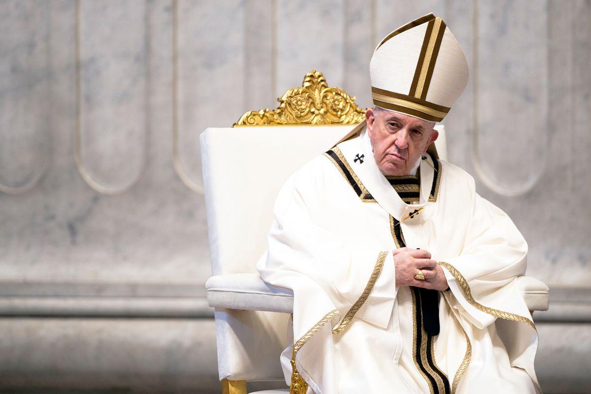 Il Papa smonta i fan della fede fai da te: «Senza una comunità non c'è la Chiesa»