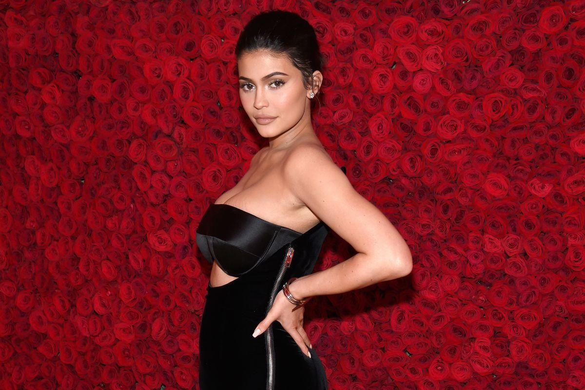 Fans Praise Kylie Jenner's Stretch Marks