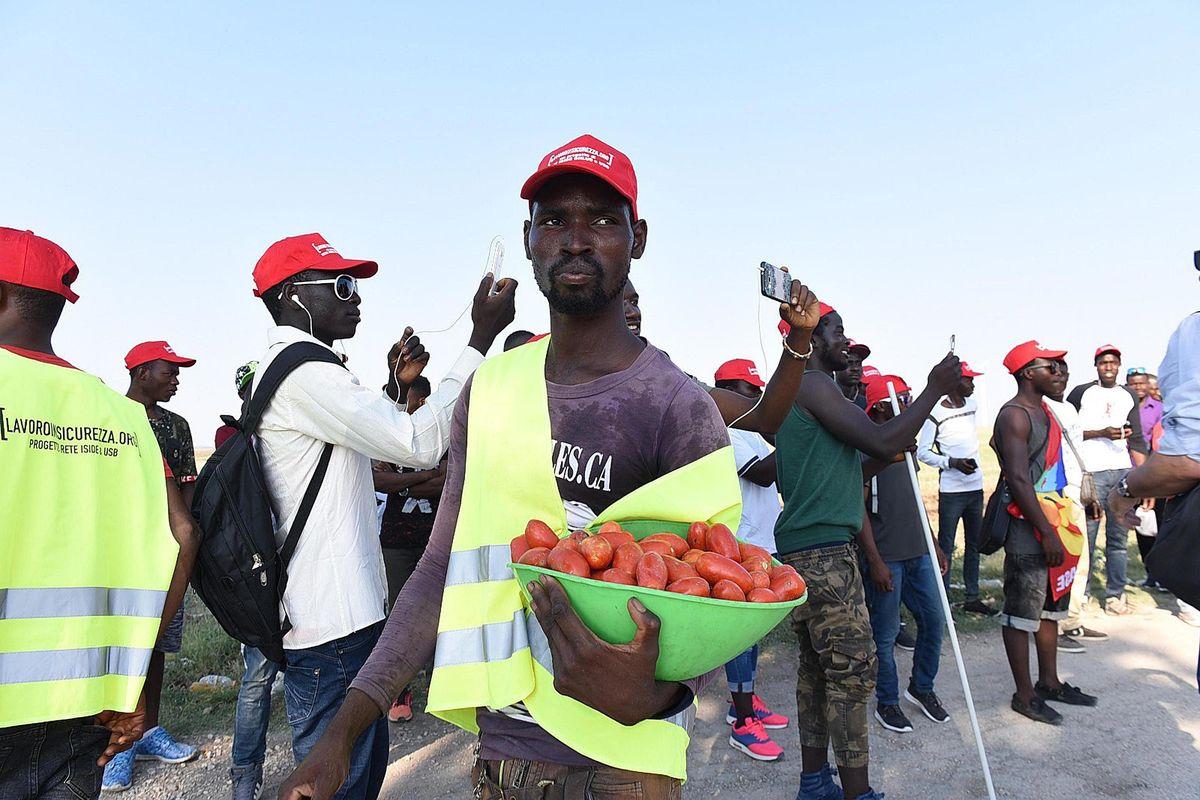 Conte toglie la cassa integrazione ma dà il condono a 500.000 immigrati