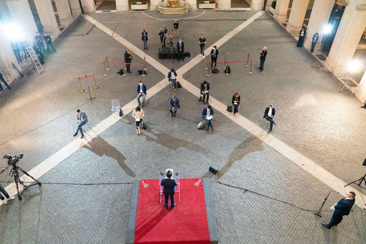 Re Giuseppi tratta i giornalisti come servi