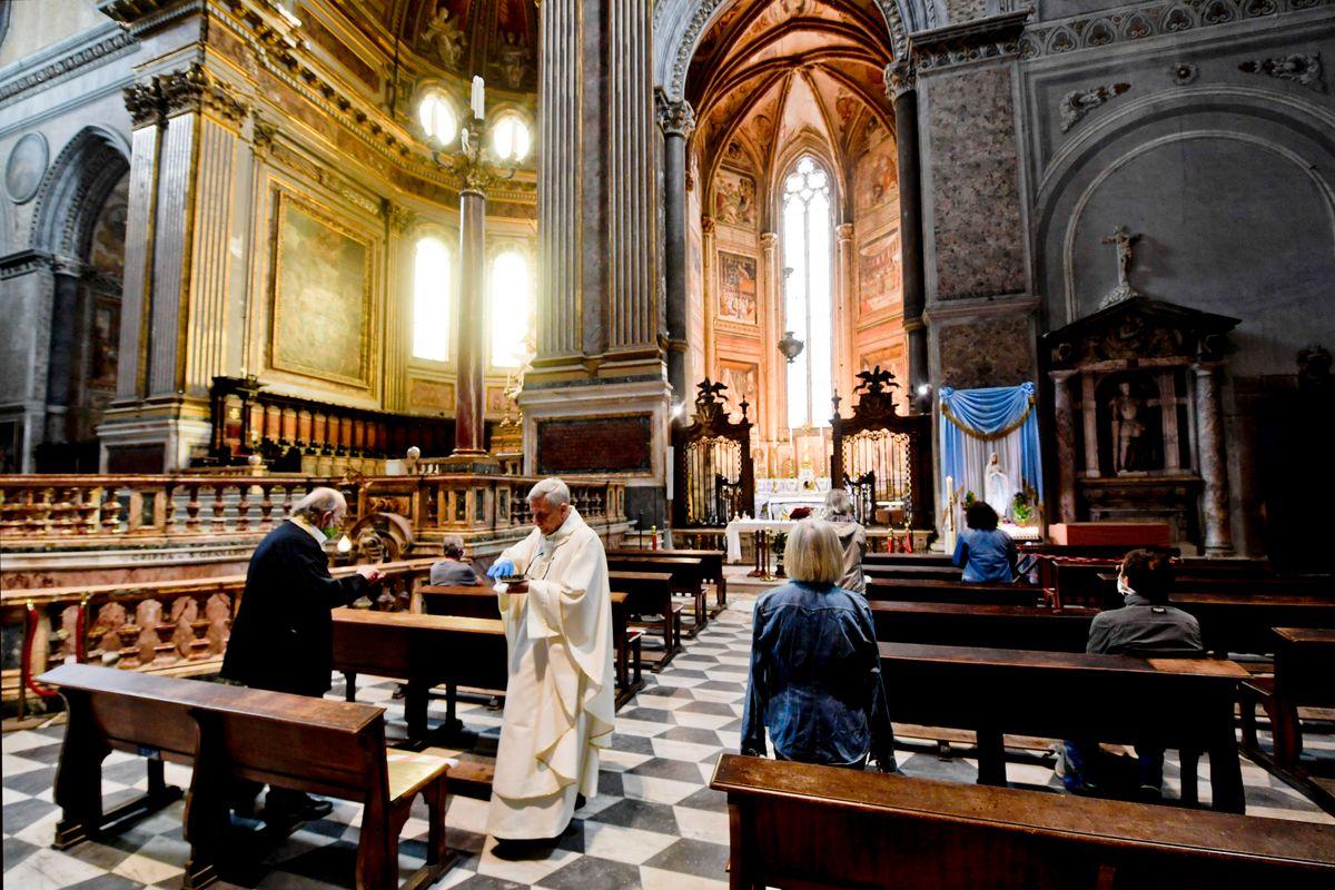 Vinta dalla paura della pandemia la Chiesa si è trasformata in una Ong