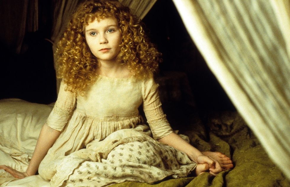 Still image of Kirsten Dunst as a very young child in period clothing from Interview With The Vampire.