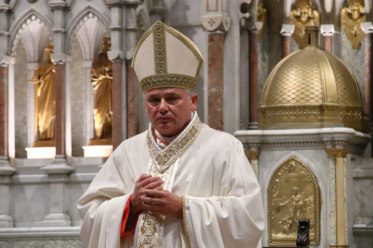 Il cardinal Bolletta vuole un premio per aver finanziato trans e okkupanti