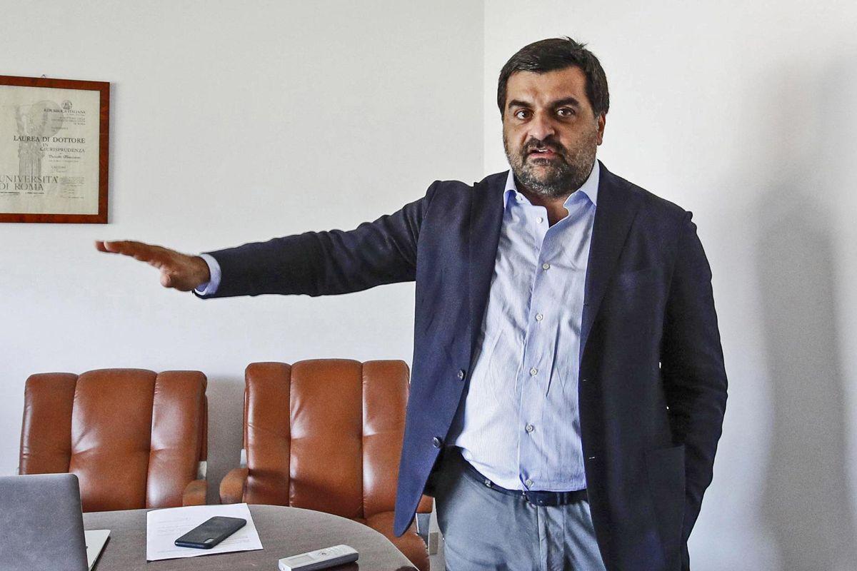 Mattarella non può più nascondersi: tocca a lui sciogliere il Csm