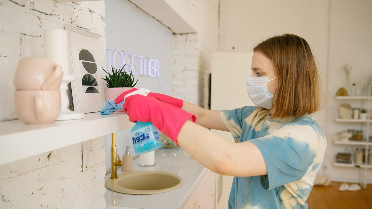 Why You Should Not Mix Bleach and Vinegar While Cleaning