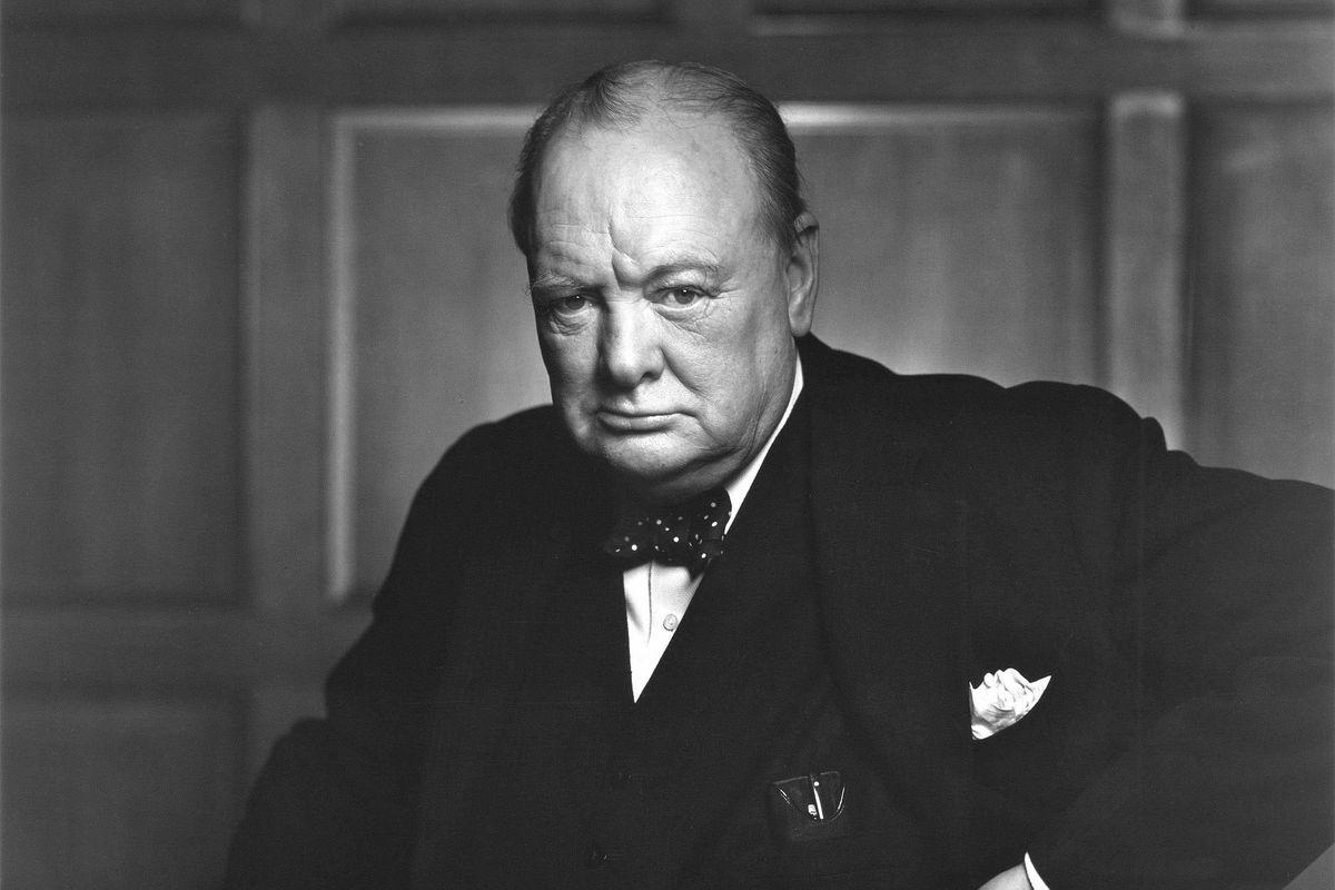 Serve un Churchill non l'odiosa strategia «bastone e carota» del ministro Boccia
