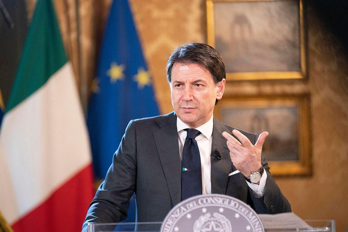 L'Italia crolla, ma Giuseppi pensa alla sua poltrona