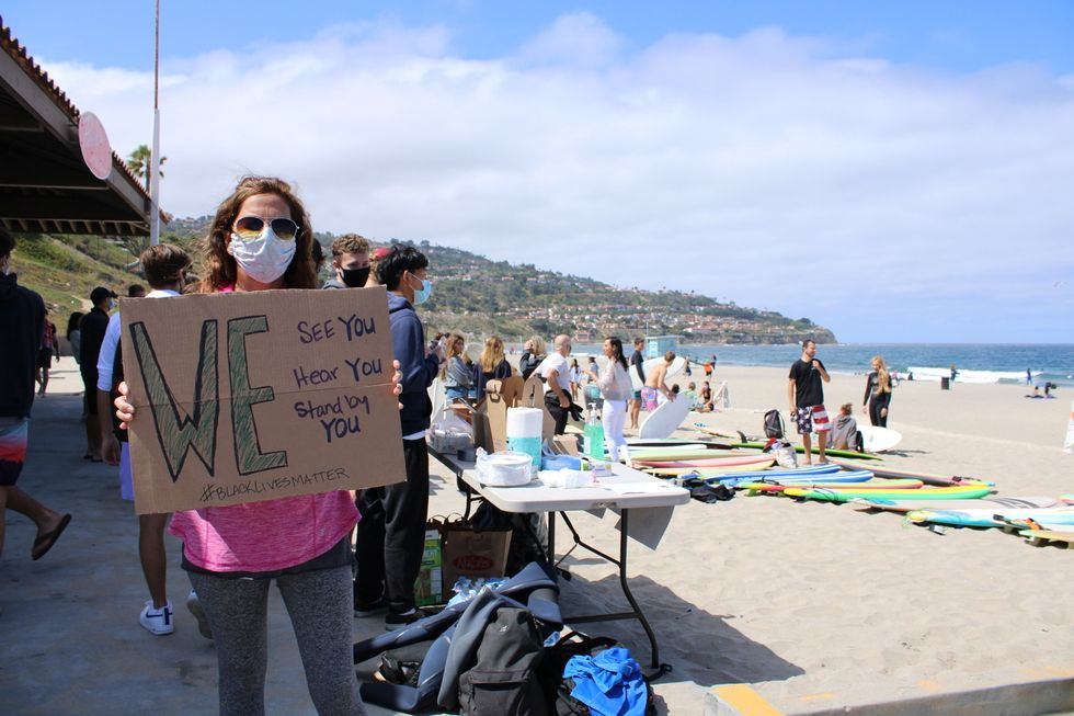"""Southern California Students Organized A """"Paddle Out"""" In Remembrance Of George Floyd"""