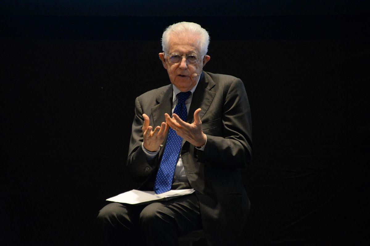 Monti riscrive la storia del suo flop: «Salvai l'Italia rinunciando al Colle»