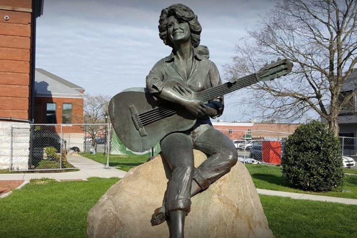 There's a movement in Tennessee to replace Confederate monuments with statues of Dolly Parton