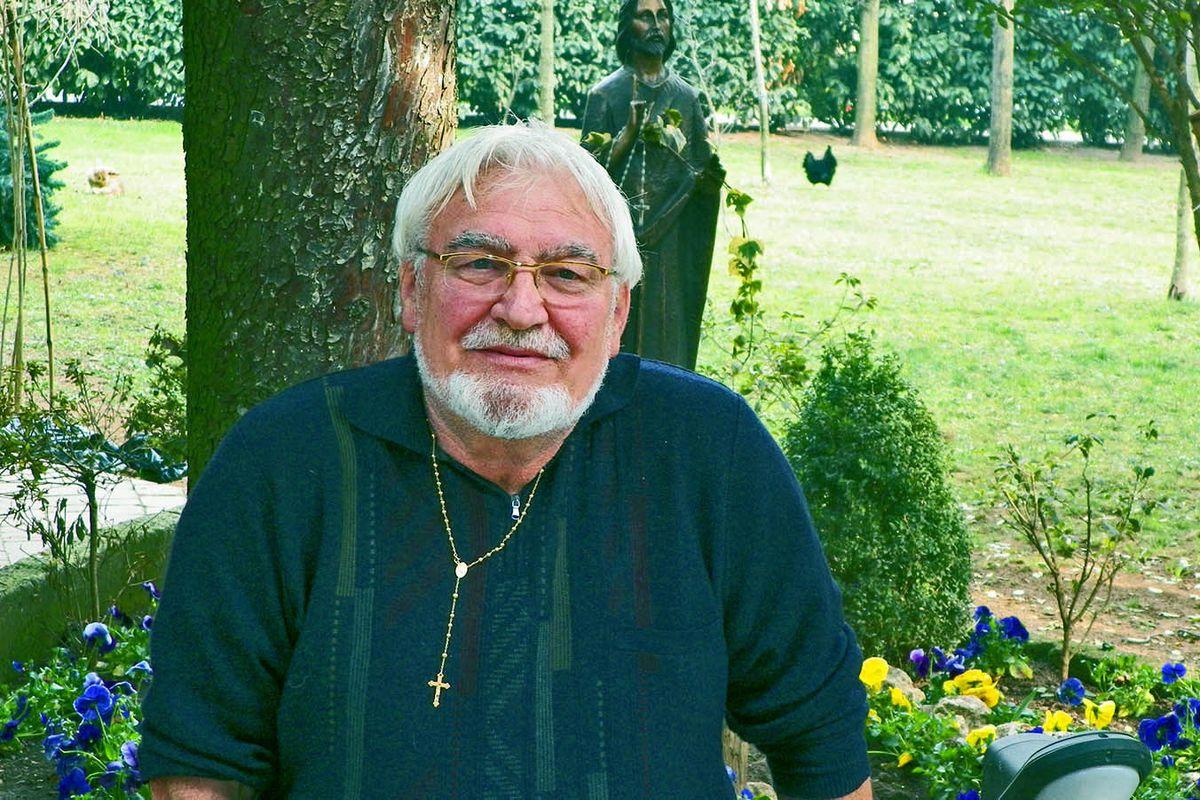 Padre Zanotti, guru dell'accoglienza che faceva il «caporale» dei migranti