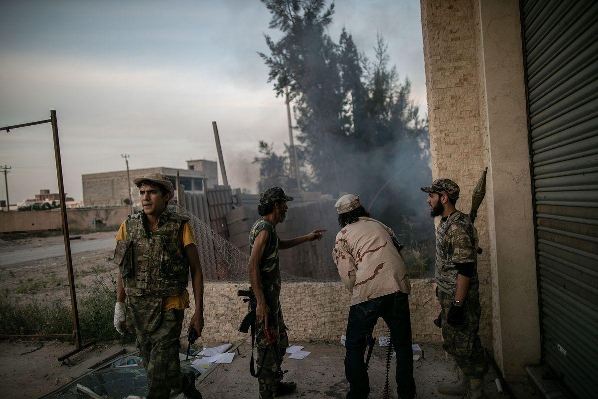 Con Haftar a terra è caccia al petrolio libico